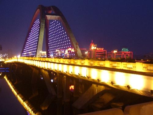 彩虹桥的夜色
