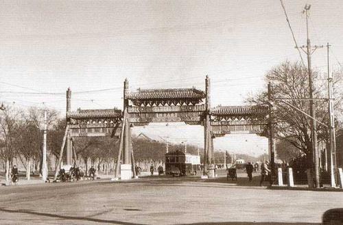 例如:     颐和园内现存有31座;北海公园15座;香山5座;景山和雍和宫有