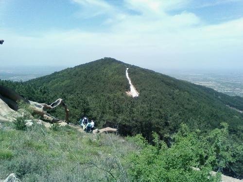 孤峰山风景区位于万荣县城正南8公里处,是