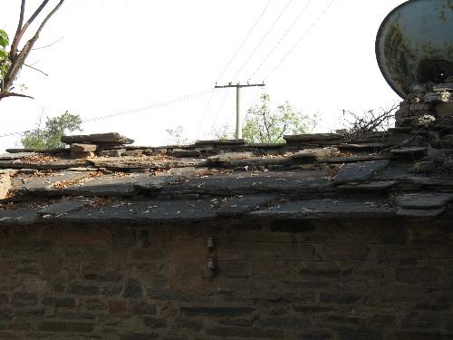 村民的新房子都建到了山脚下