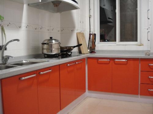 红色门搭白色家具效果图 欧式