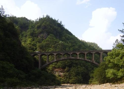 来到石柱县黄水镇的一个天然的风景区,海拔近2000米,尚没有经过旅游
