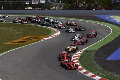 法拉利西班牙加泰罗尼亚完胜,科瓦莱宁严重撞车